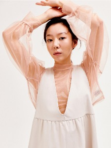 See-through crop blouse [BEIGE]